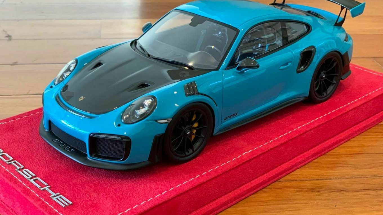Porsche 911 GT2 RS Diecast Model Car